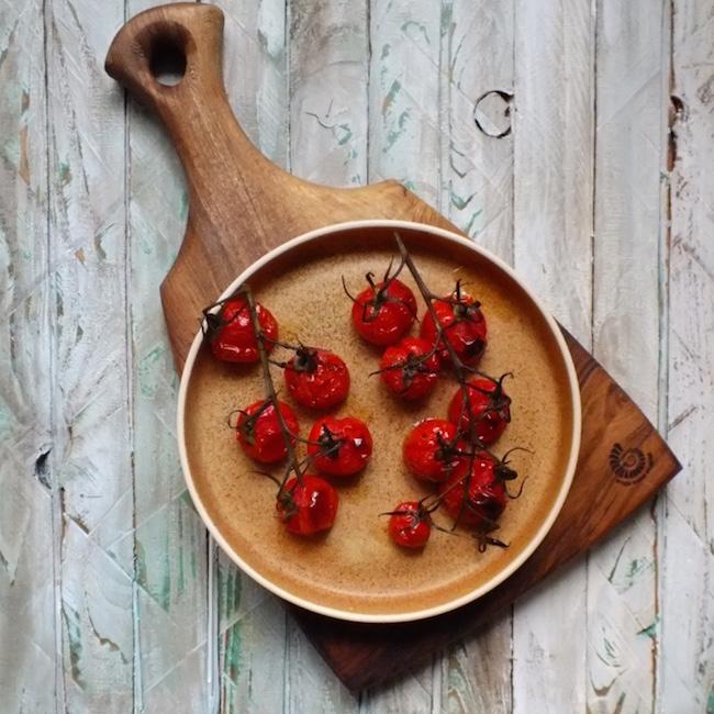 Brown Oak board and Large ramekin in Oatmeal